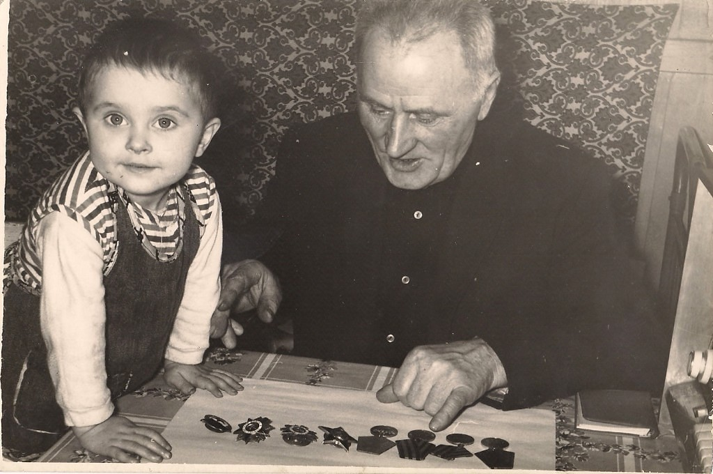Мой дед-Рябец Иван Тимофеевич, гвардии майор, политрук, участник ВОВ.